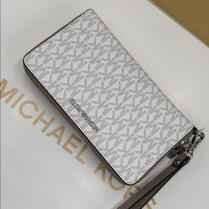 Michael Kors Jet Set Wristlet Phone Holder
